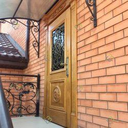 Входные двери из дуба